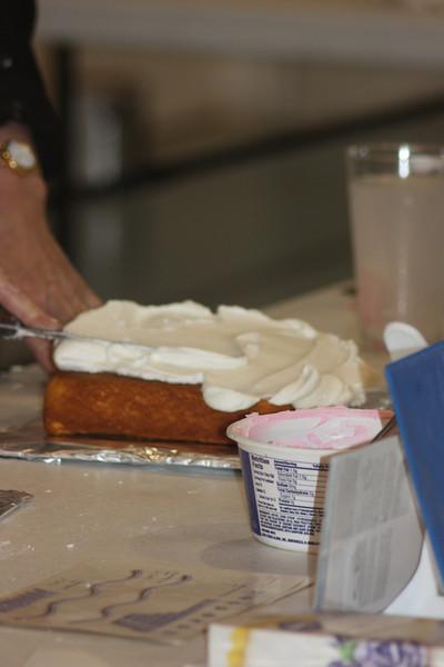 Mid-Week Adventures - Cake Decorating -  6-8-2011 074.JPG
