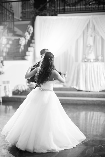 0879_Josh+Lindsey_WeddingBW.jpg