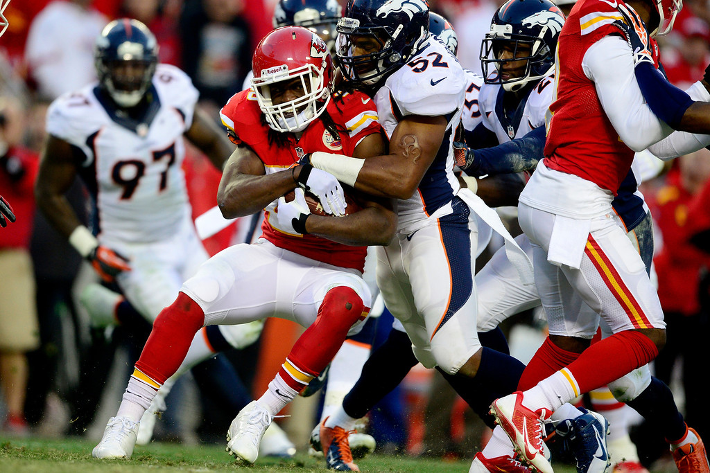 . Wesley Woodyard (52) of the Denver Broncos stuffs Jamaal Charles (25) of the Kansas City Chiefs during the first half of the Broncos\' 35-28 win at Arrowhead Stadium.   (Photo by AAron Ontiveroz/The Denver Post)