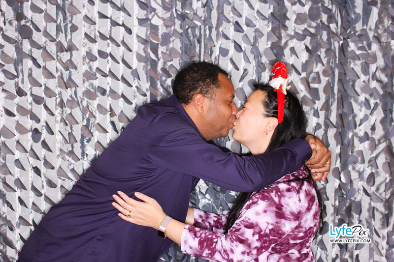 red-hawk-2017-holiday-party-beltsville-maryland-sheraton-photo-booth-0279.jpg