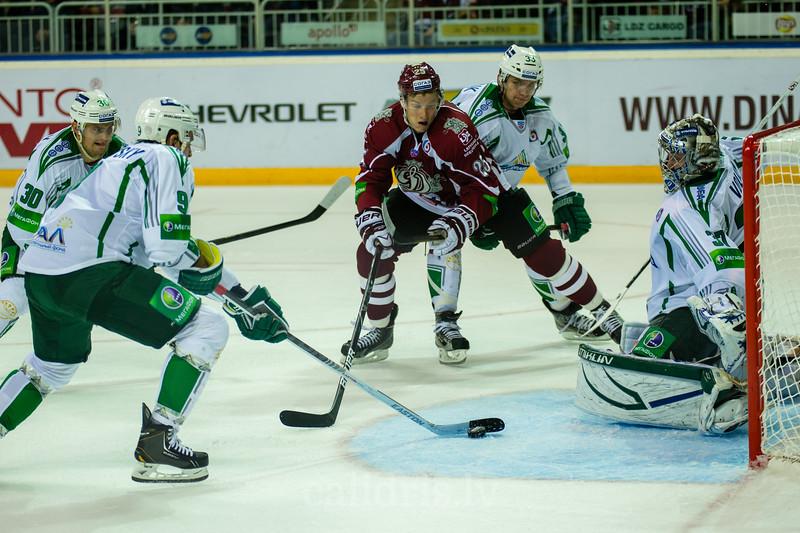 Vishnevsky Ivan (9) izmet ripu no š'vārtu priekšas