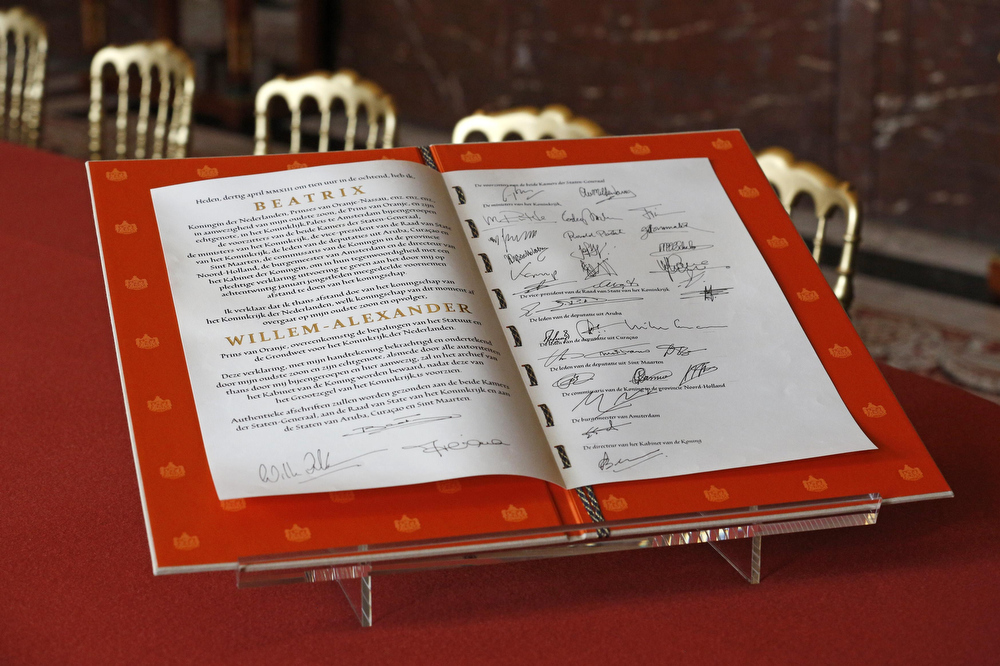 . The signed act of abdication of Queen Beatrix of the Netherlands is seen after the official meeting at the Royal Palace in Amsterdam April 30, 2013. The Netherlands is celebrating Queen\'s Day on Tuesday, which also marks the abdication of Queen Beatrix and the investiture of her eldest son Willem-Alexander.     REUTERS/Pool