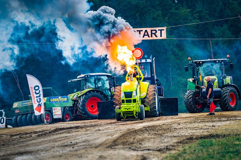 Tractor Pulling 2015-02508.jpg
