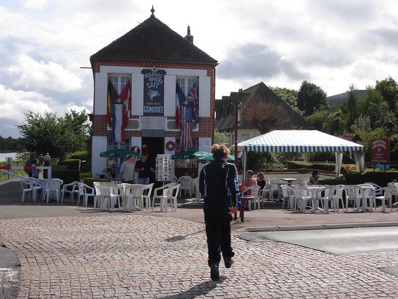 Café Gondrée aan Pegasusbrug.