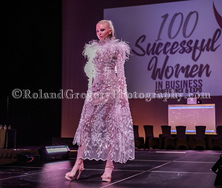 100 Womens Fashion show2019-3320.jpg