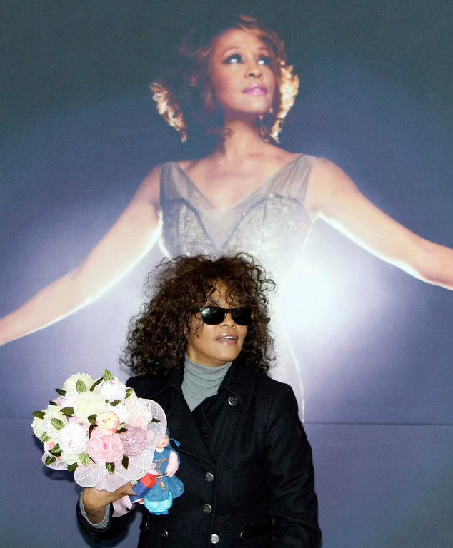 . U.S. singer Whitney Houston arrives at Incheon International Airport in Incheon, west of Seoul, South Korea, Wednesday, Feb. 3, 2010.  (AP Photo/Lee Jin-man)