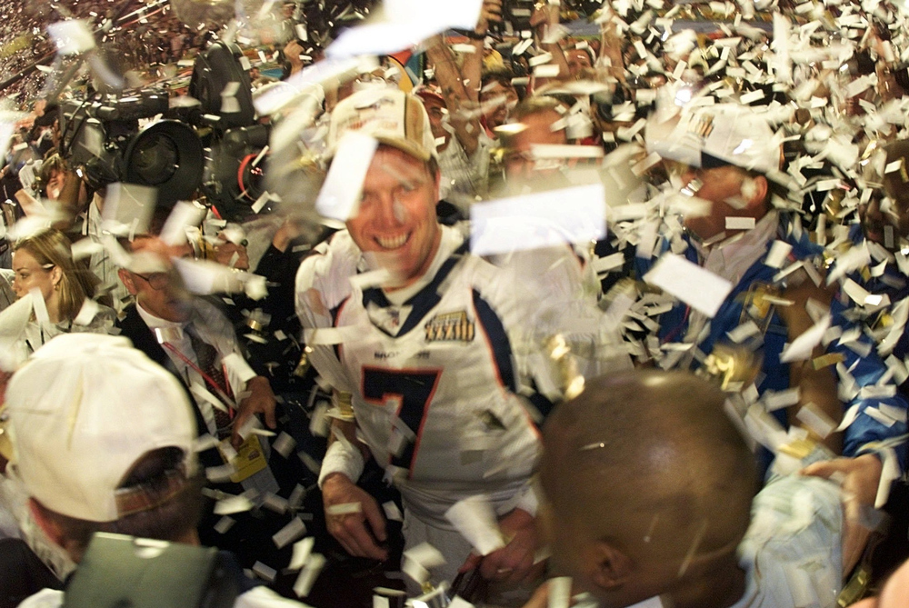 . The Broncos defeated the Falcons by the score of 34�19, winning their second consecutive Super Bowl. The game was played on January 31, 1999, at Pro Player Stadium in Miami, Florida.   Denver quarterback John Elway, #7, celebrates after the Broncos defeated the Atlanta Falcons 34-19 to win Super Bowl XXXIII, at Pro Player stadium in Miami, Florida.  Denver won their second consecutive Super Bowl, with Elway being named the MVP. GARY BOGDON/ORLANDO SENTINEL