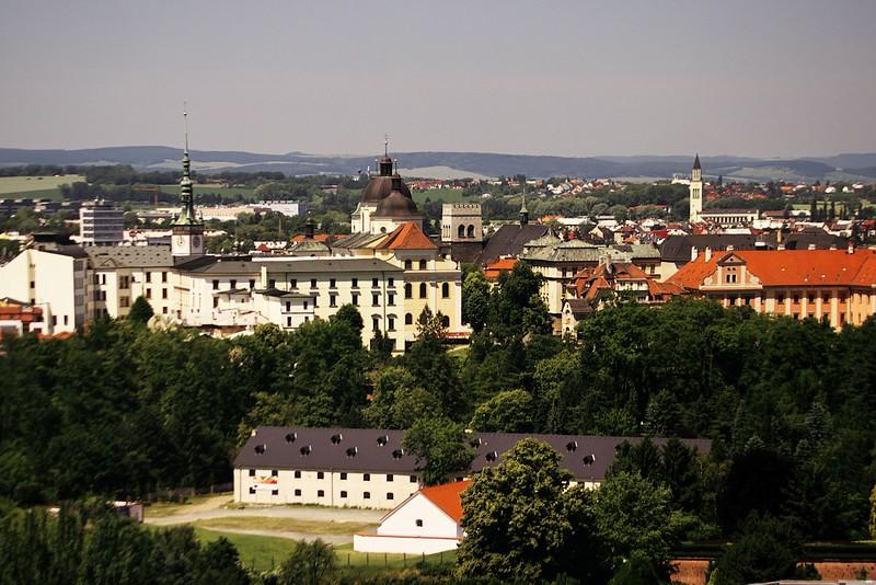 Zleva Silo Tower (další z budov této akce), radniční věž, kostel sv. Michala, kostel sv. Mořice a úplně vpravo kostel sv. Cyrila a Metoděje v Hejčíně, taktéž jedna z budov této akce