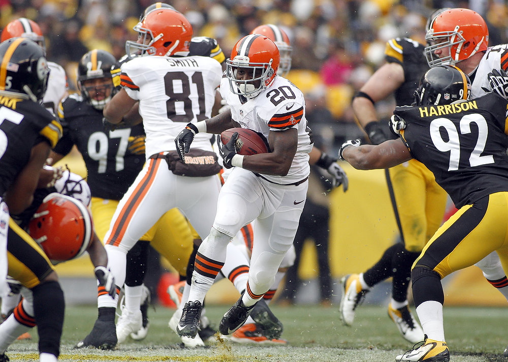 Description of . Montario Hardesty #20 of the Cleveland Browns carries the ball against the Pittsburgh Steelers during the game on December 30, 2012 at Heinz Field in Pittsburgh, Pennsylvania.  (Photo by Justin K. Aller/Getty Images)