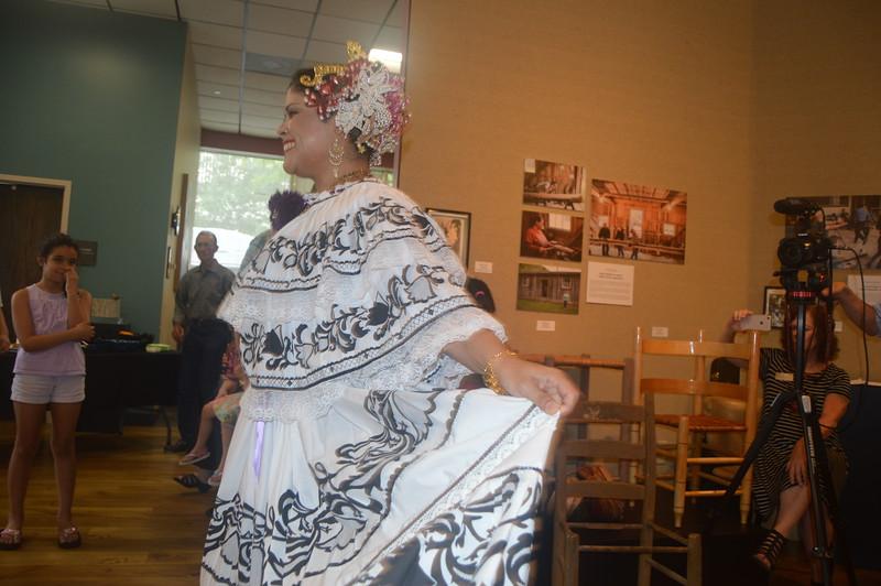 017 Panamanian dancing.jpg
