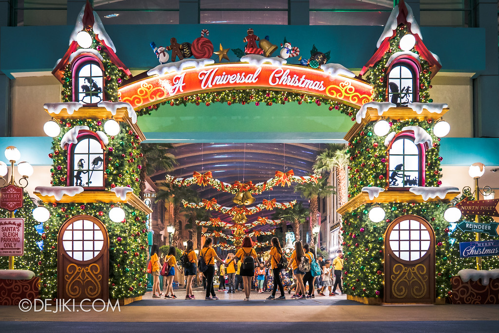 Universal Studios Singapore - A Universal Christmas event 2017 / Park entrance archway
