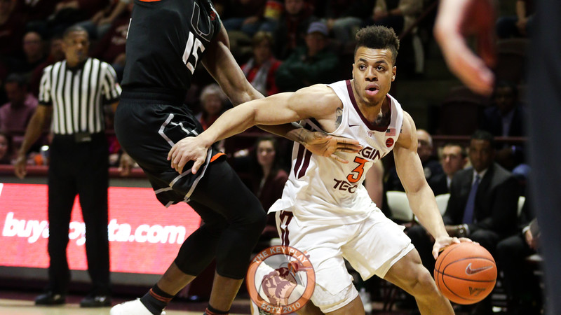 Wabissa Bede dribbes the ball around the Miami defense towards the basket. (Mark Umansky/TheKeyPlay.com)