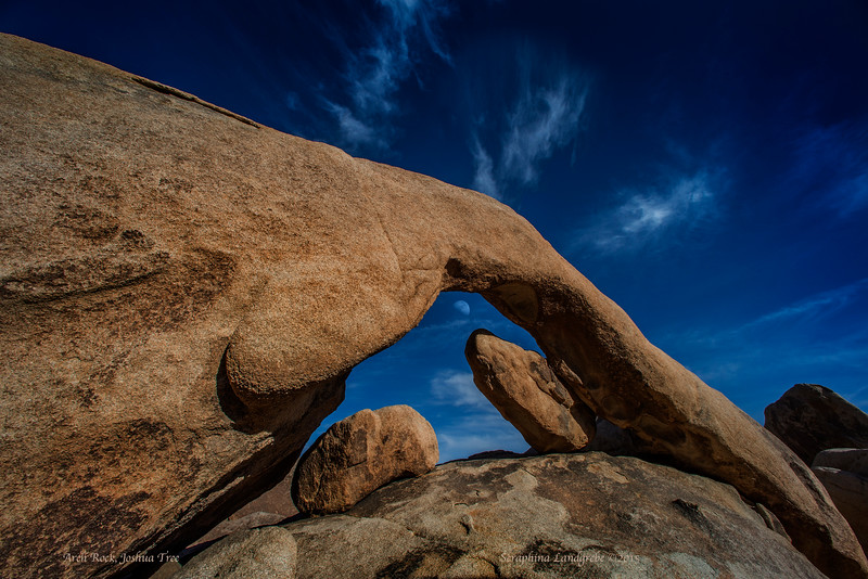 _DSC8425Arch rock, Josha Tree-MOON.jpg