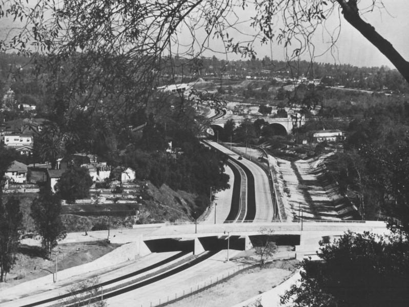 1954-LAfreewayAnAppreciativeEssay100-Freeway110.jpg