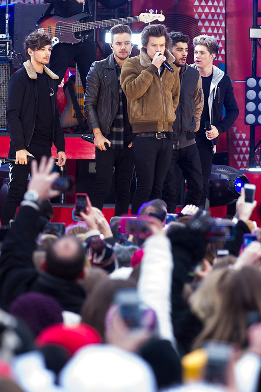 """. One Direction members, from left, Louis Tomlinson, Liam Payne, Harry Styles, Zayn Malik and Niall Horan perform on ABC\'s \""""Good Morning America\"""" on Tuesday, Nov. 26, 2013 in New York. (Photo by Charles Sykes/Invision/AP)"""