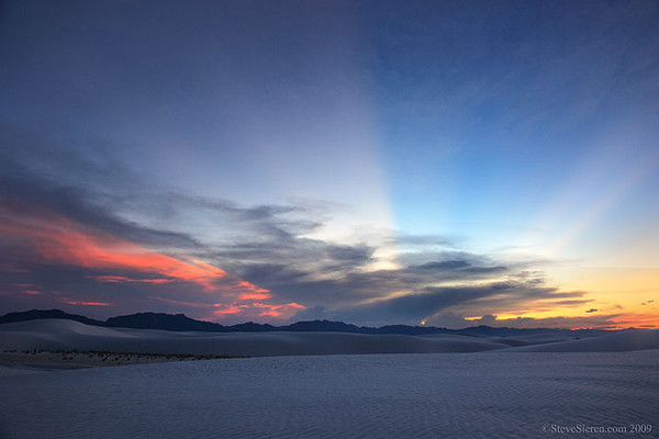 White_Sands_crepuscular_Rays_6566.jpg