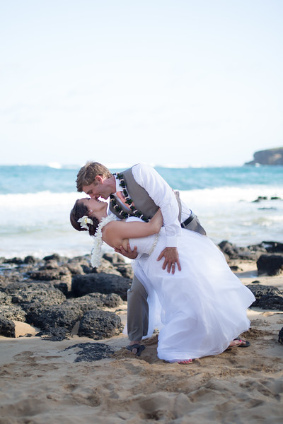 gillin beach kauai wedding-153.jpg