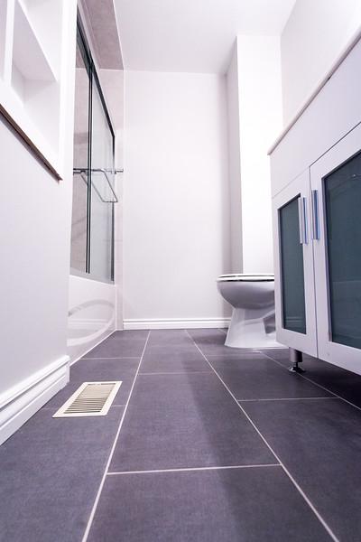 Chris 1 bathroom-8173.jpg