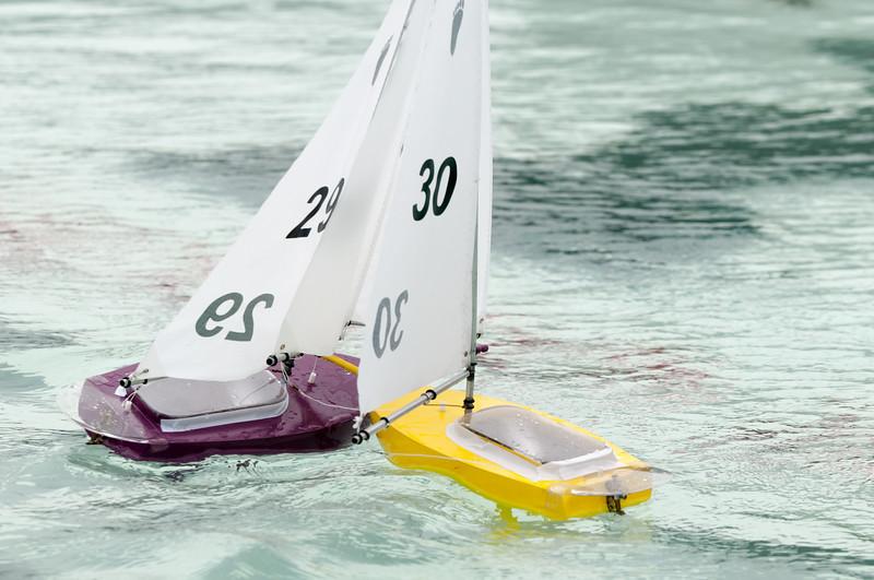 Wer hat hier Vorfahrt? Richard mit dem gelben Boot.