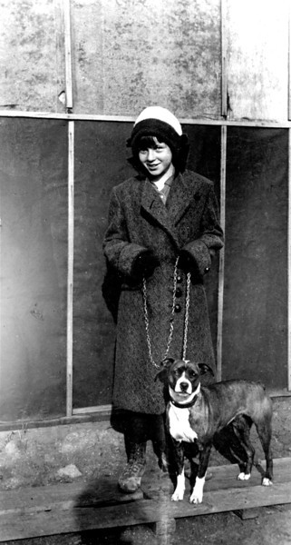 Aunt Laura Nelson and Prince 1916.jpg