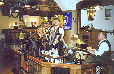 July 03, 1998 - Hofbräuhaus, München, Germany.  The Hofbräuhaus is one of the better known beer gardens in München. It is located just around the corner from Marienplatz in old München. Another is at the Chinesische Turm (Chinese tower) in the Englischer Garten (English gardens).