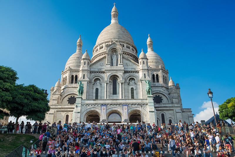Montmartre-sacre-coeur-Crowd.jpg