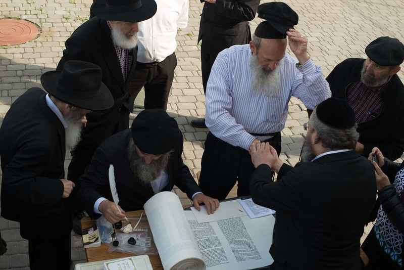 Writing a letter in the Sefer Torah in Anapoli, imbuing the scroll with the energy of the Reb Zushe and the Maggid.