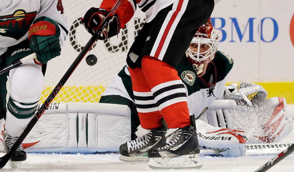 . Minnesota Wild goalie Niklas Backstrom (32) can\'t save a goal by Chicago Blackhawks\' Bryan Bickell (29) during the second period. (AP Photo/Nam Y. Huh)