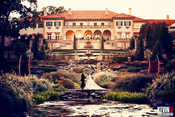 Jade and Jordan Helmerich wedding at the Philbrook Museum in Tulsa Oklahoma.