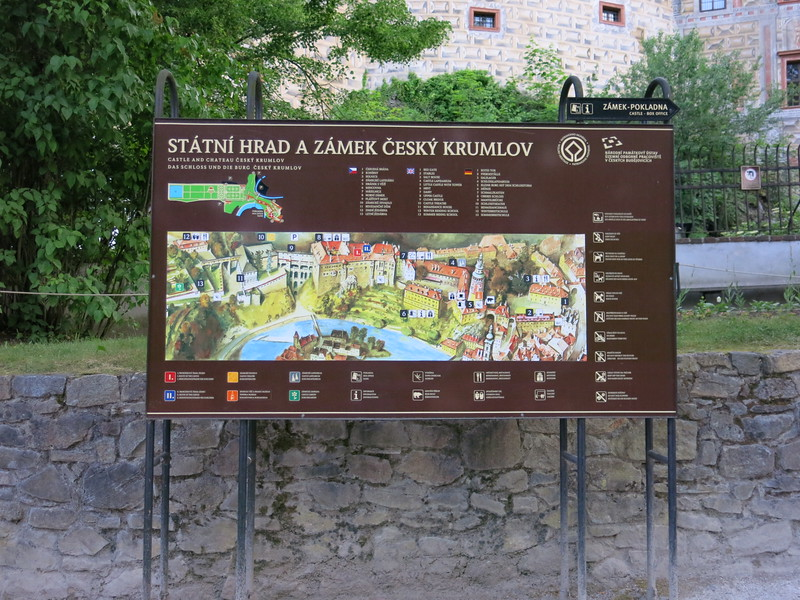 Description of the huge castle