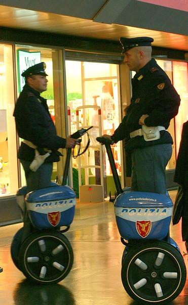 polizia-on-segways_2141919244_o.jpg