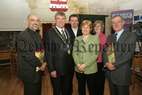 Pictured with Mayor Michael carr and Clerk of the Council Thomas McCall are mambers of the Heritage Lottery Fund. 07W13N31