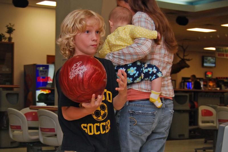 1165 Isaac ready to bowl.jpg