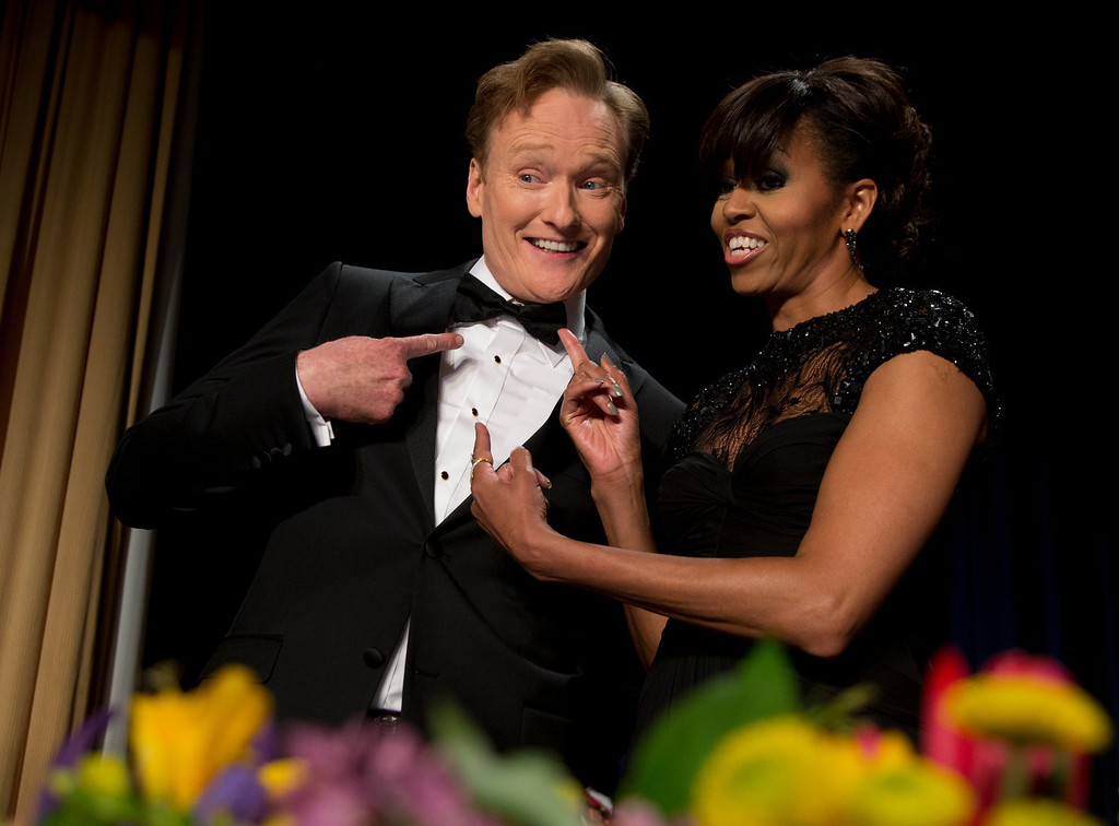 . First lady Michelle Obama and late-night television host and comedian Conan O\'Brien gesture to his tie at the White House Correspondents\' Association Dinner at the Washington Hilton Hotel, Saturday, April 27, 2013, in Washington.  (AP Photo/Carolyn Kaster)