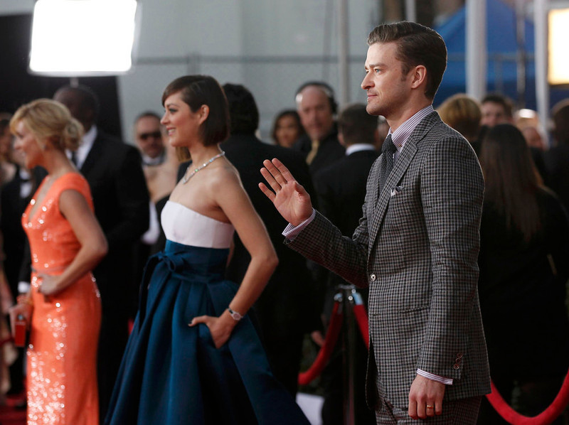 . Actor Justin Timberlake (R) and actress Marion Cotillard arrive at the 19th annual Screen Actors Guild Awards in Los Angeles, California January 27, 2013.  REUTERS/Mario Anzuoni