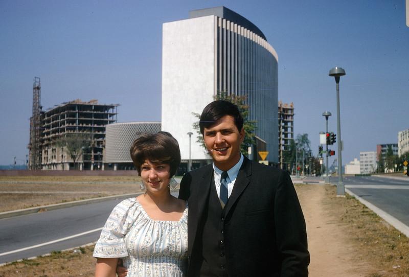 1967 Sue & Greg.jpg