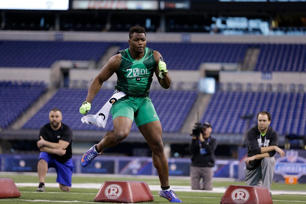. Florida defensive lineman Dante Fowler runs a drill at the NFL football scouting combine in Indianapolis, Sunday, Feb. 22, 2015. (AP Photo/David J. Phillip)