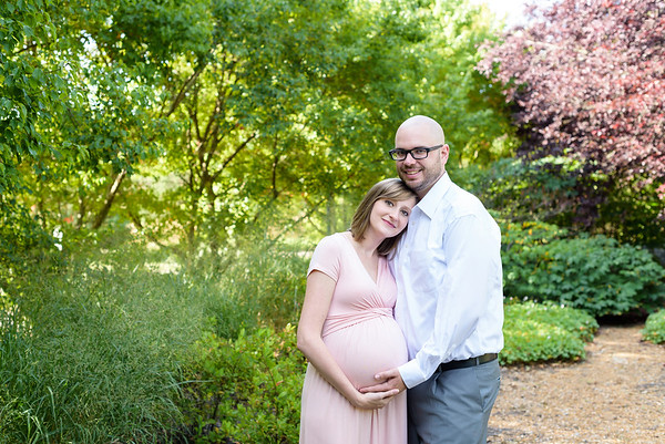 Summer Maternity Photos at Glenwood Gardens Park