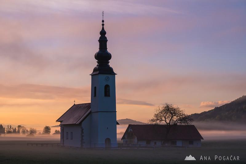 Misty sunrise around Hraše - Apr 27, 2019