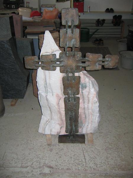 Kreuz vor Sölker Marmorfelsen