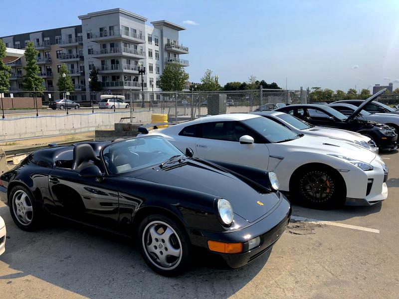 Porsche Speedster, Nissan GTR