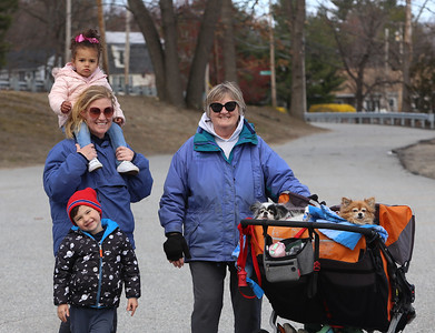 Chelmsford family walking 041120