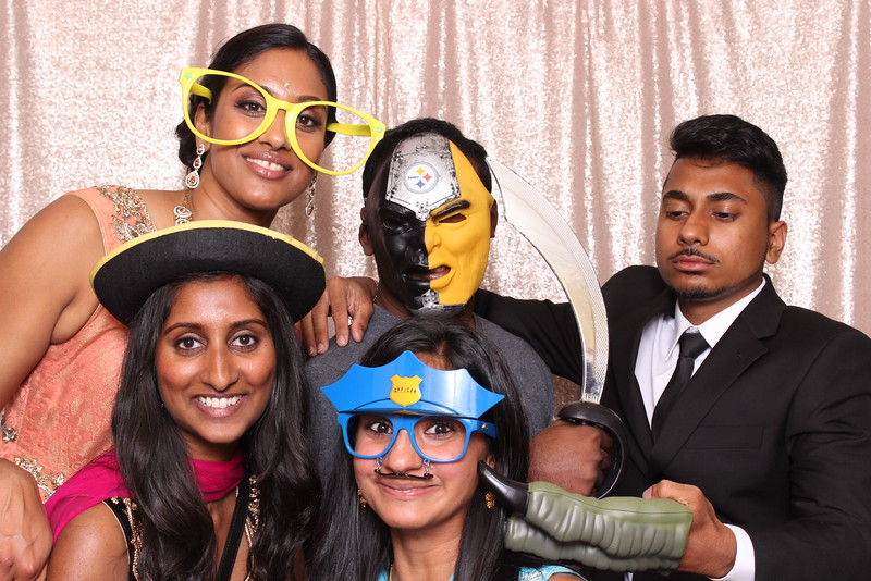 Boothie-PhotoboothRental-PriyaAbe-O-297.jpg