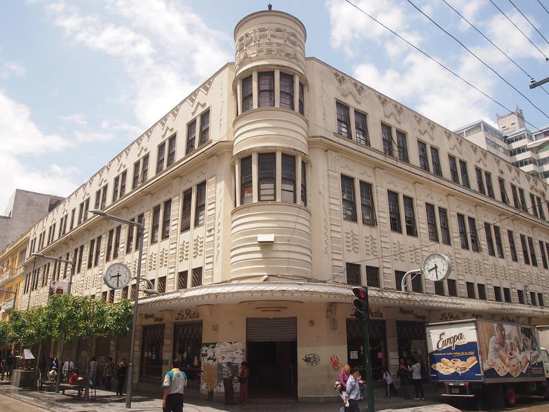P7030593-edificio-la-perla.JPG