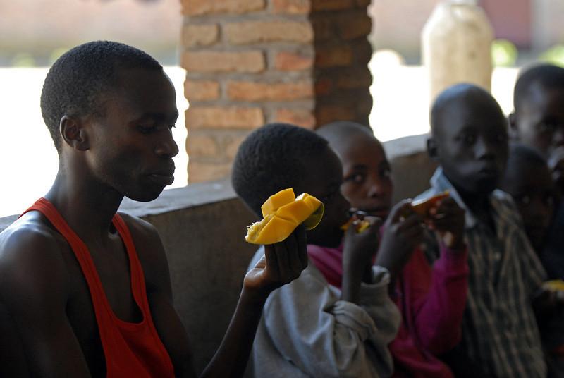 070108 3776 Burundi - Bujumbura - Peace Village _G _L ~E ~L.JPG
