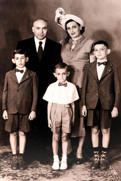 Daniel Yanovich y Familia.jpg