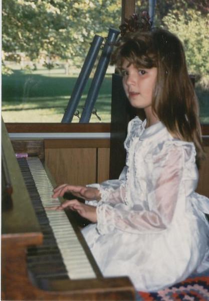 Andi_playing_piano_90.jpg