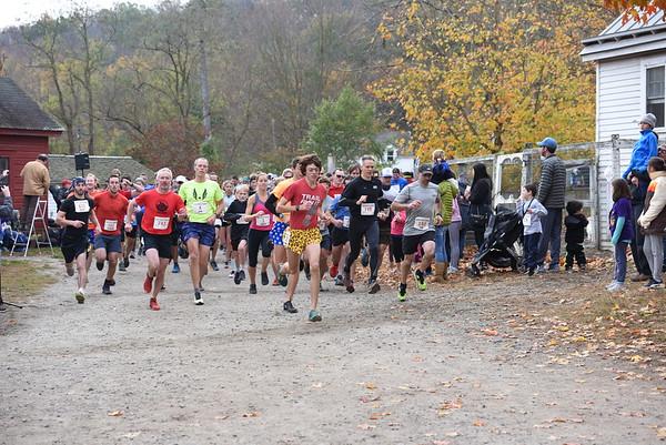Michelle Blum 2019 5 Mile Race Start
