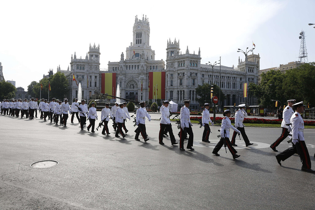 . Spanish marines walk along a road in Madrid on June 19, 2014 before a swearing in ceremony of Spain\'s new King before both houses of parliament..  AFP PHOTO / CESAR MANSO/AFP/Getty Images
