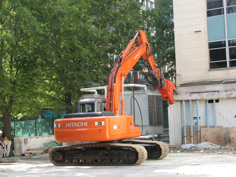 NPK U21JR concrete pulverizer on Hitachi excavator-commercial demolition (25).JPG